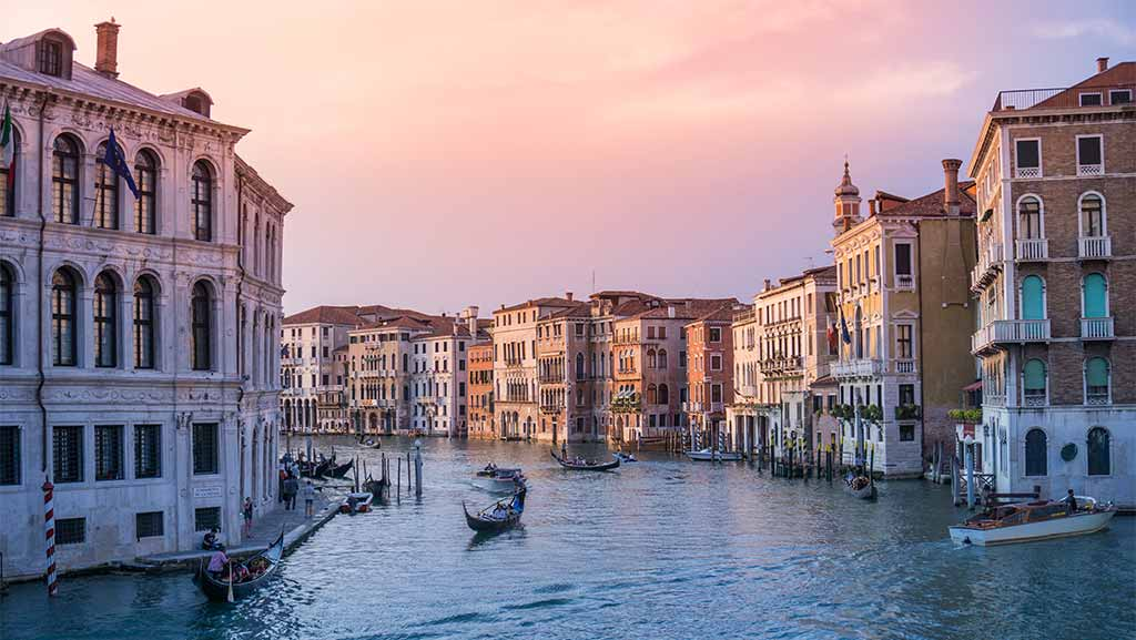gondolas in venezia italy
