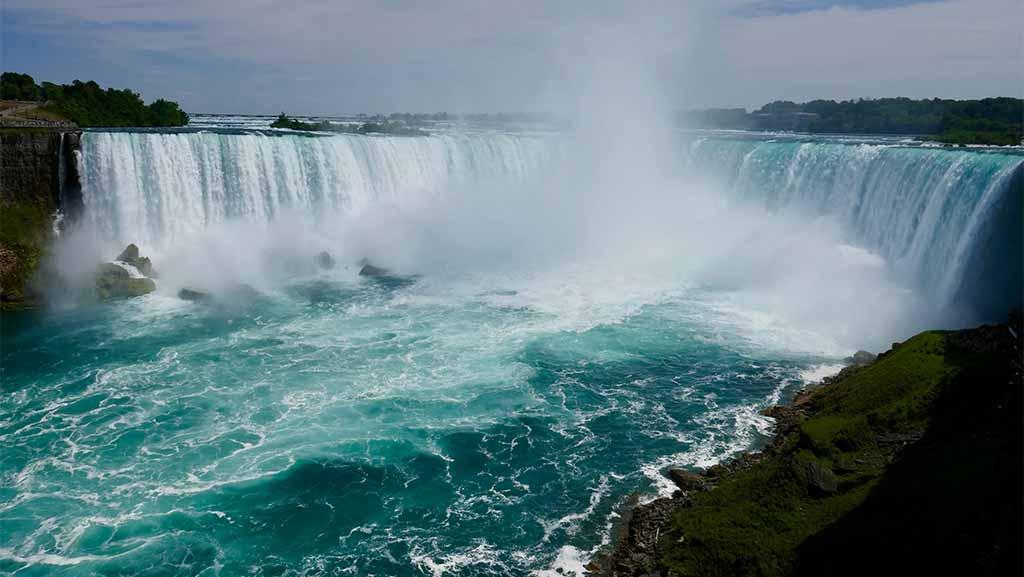 niagara falls in ontario canada