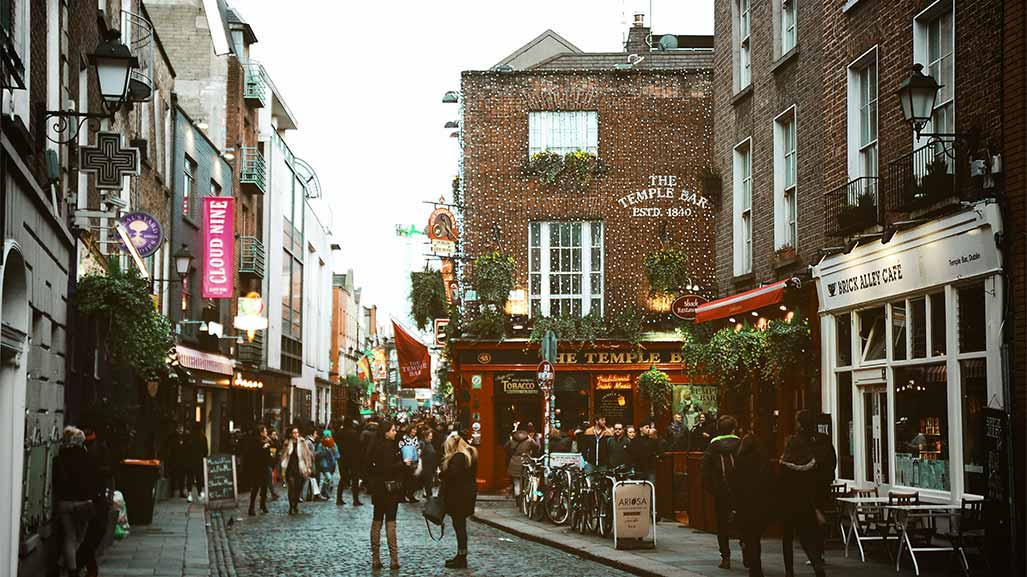 street in ireland with people and the temple bar pub